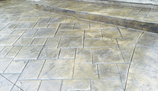 Pattern: Notched Old English Ashlar Slate - Colors: champagne with dark gray
