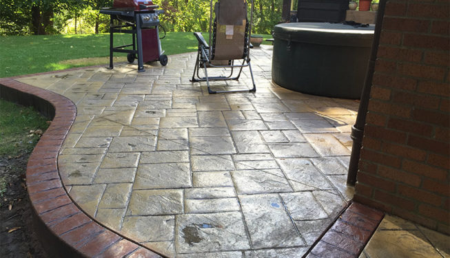 Pattern: Notched Old English Ashlar Slate - Colors: Champagne With Gray And Redwood Border