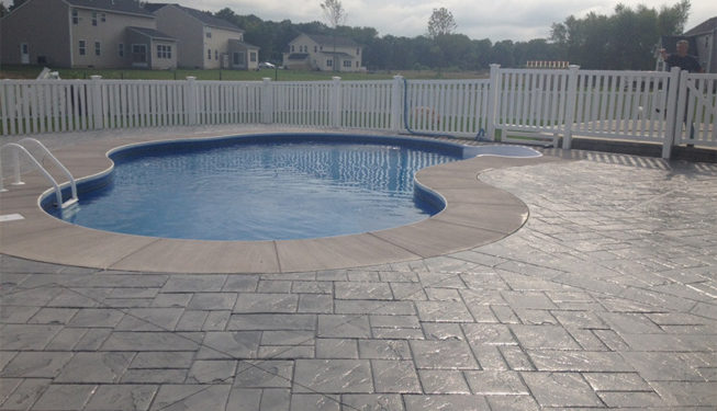 Pattern: Notched Old English Ashlar Slate - Colors: Cool Gray With Dark Gray
