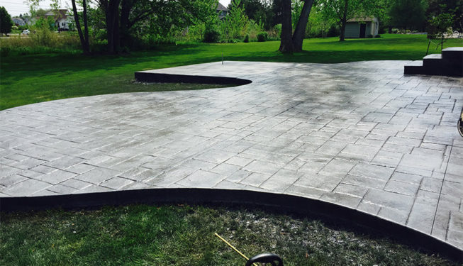 Pattern: Notched Old English Ashlar Slate - Colors: Hailstorm Gray With Dark Gray