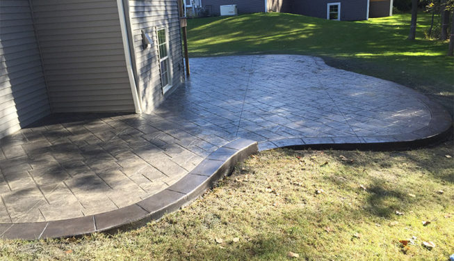 Pattern: Notched Old English Ashlar Slate - Colors: Hailstorm Gray With Dark Gray And Charcoal Border