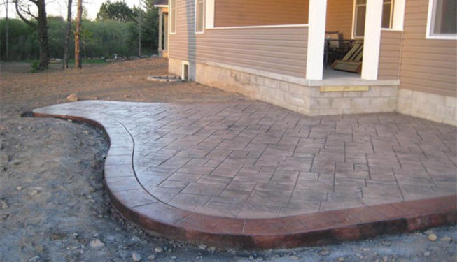 Pattern: Notched Old English Ashlar Slate - Colors: Moutain Trail With Dark Gray And Redwood Border
