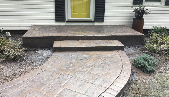 Pattern: Notched Old English Ashlar Slate - Colors: Pebbleshore With Dark Gray