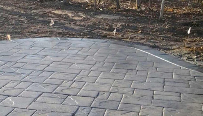 Pattern: Notched Old English Ashlar Slate - Colors: Pebbleshore With Dark Gray And Charcoal Border