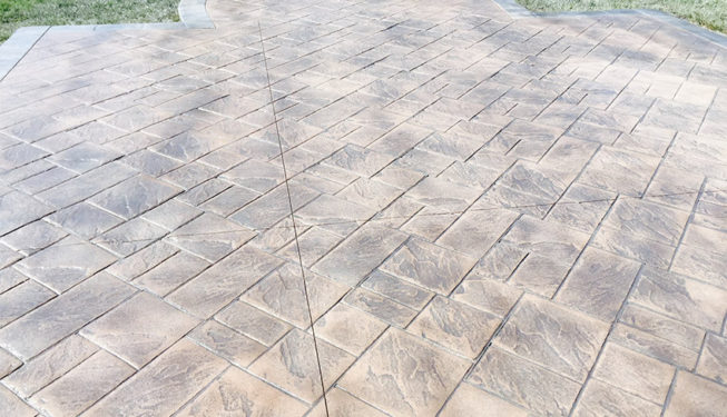 Pattern: Notched Old English Ashlar Slate - Colors: Portabella With Dark Gray And Sun Gray Border