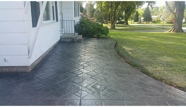 Pattern: Notched Old English Ashlar Slate - Colors: Stone Harbor With Dark Gray