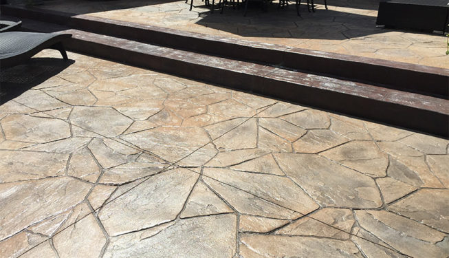 Pattern: Large Random Flagstone - Colors: Creekside Buff With Dark Gary And Walnut