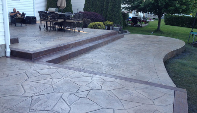 Pattern: Large Random Flagstone - Colors: Creekside Buff With Dark Gray And Walnut And Rust Brown Border