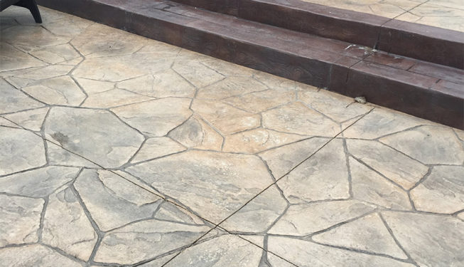 Pattern: Large Random Flagstone - Colors: Creekside Buff With Dark Gray And Walnut With Rust Brown Border