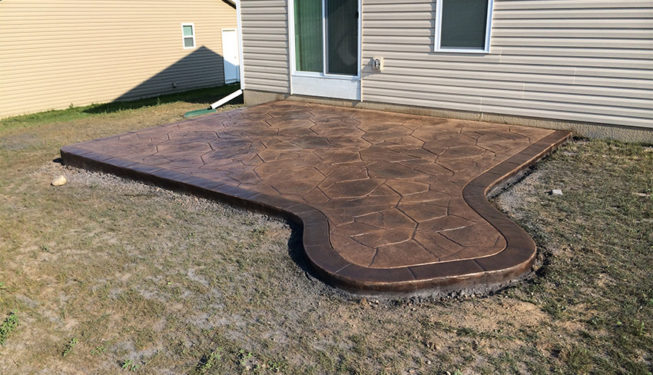 Pattern: Large Random Flagstone - Colors: Hilltop Tan With Dark Brown And Autumn Brown Border