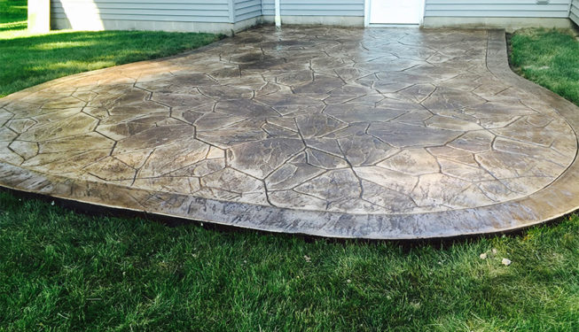 Pattern: Large Random Flagstone - Colors: Hilltop Tan With Walnut And Autumn Brown Border