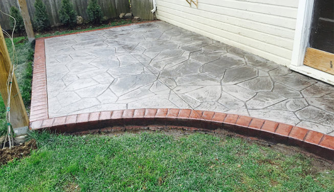 Pattern: Large Random Flagstone - Colors: Porcelain Gray With Dark Gray And Redwood Border