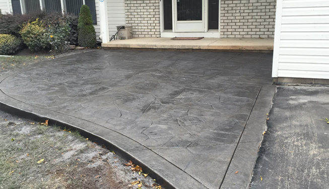 Pattern: Large Random Flagstone - Colors: Stone Harbor With Dark Gray