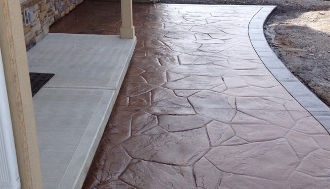 Pattern: Large Random Flagstone - Colors: Weathered Oak With Walnut And Charcoal Border