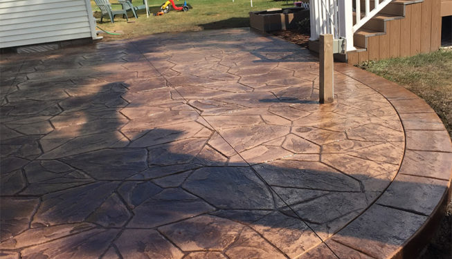 Pattern: Large Random Flagstone - Colors: Hiltop Tan With Walnut And Autumn Brown Border