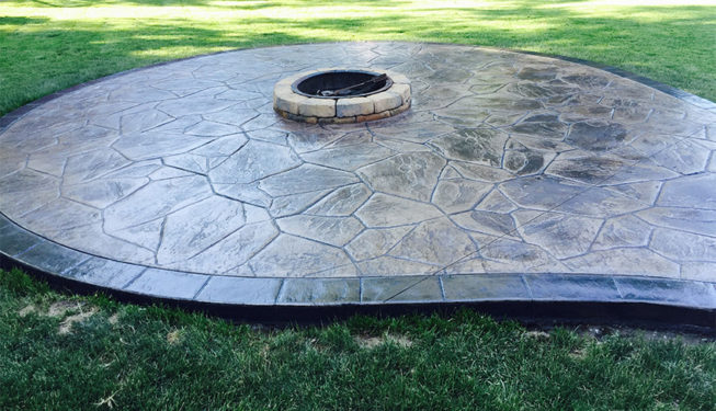 Pattern: Large Random Flagstone - Colors: Portabella With Dark Gray And Charcoal Border